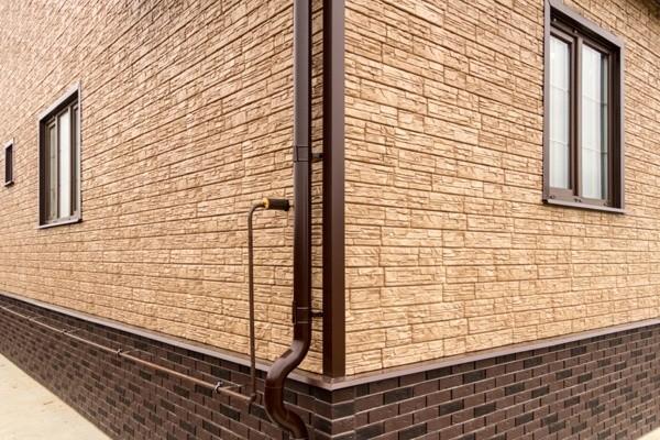 Где купить сайдинг под камень для фасада дома по цене от производителя?